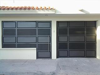 Portones para cochera materiales de construcci n para la - Puertas automaticas para cocheras ...